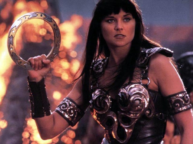 Lucy Lawless sa Co-Star sa Evil Dead Series