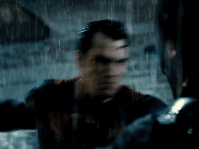 <i>Batman v Superman</i> zawodzi we wszystkich sposobach, które <i>Man of Steel</i>