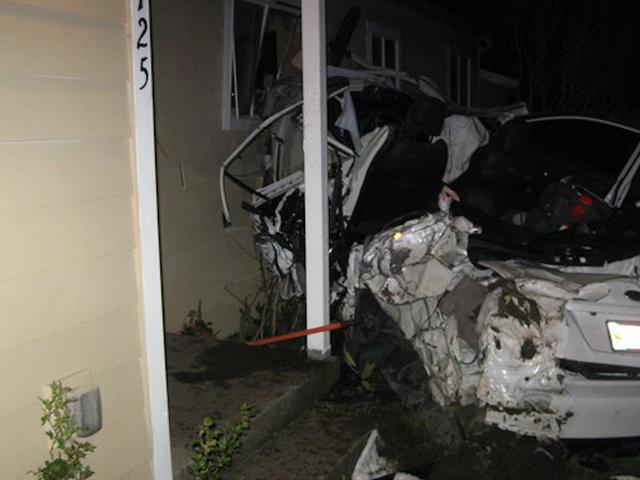Intoxicated Man 'Viser Off' New Subaru WRX kjører det inn i et hus: Politi