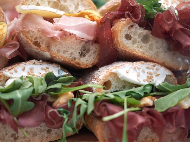 """Ka-ching!"": Redditor reveals failed sandwich grift, sparks internet debate"
