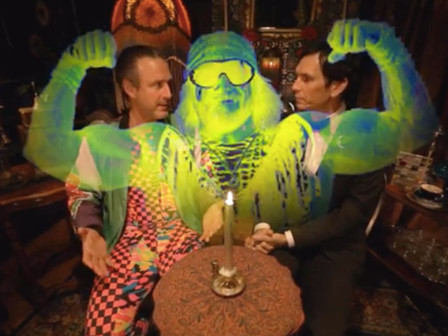 "Snap into this video of David Arquette holding a séance for ""Macho Man"" Randy Savage"