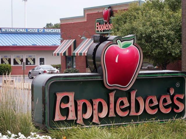 Applebee's Employee Believes She Was Fired for Kicking Racists Out of Restaurant