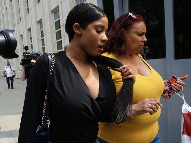 Joycelyn Savage agora diz que é uma vítima de R. Kelly, vendendo história através do serviço de assinatura on-line