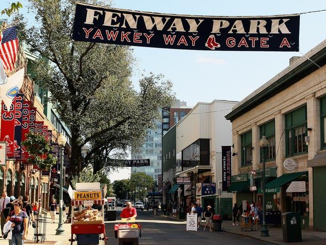 波士顿终于重新命名红袜队的种族主义前主人的街道