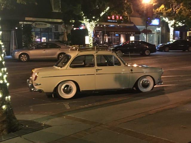 เห็นสิ่งนี้ขณะขับรถไปรอบ ๆ เมื่อคืนนี้ ...