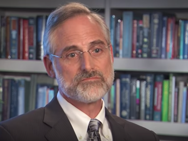 Doctor Who Championed Opioids for Years Flips on Pharma Ghouls to Save His Own Ass