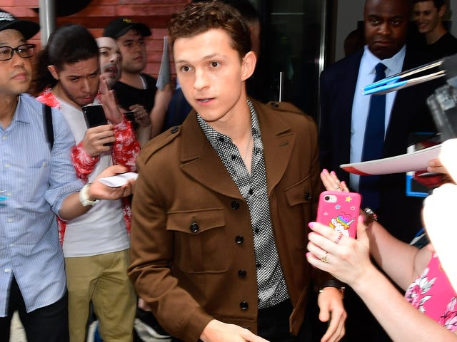 """Real-life superhero Tom Holland saves distressed fan from aggressive """"graphers"""""""