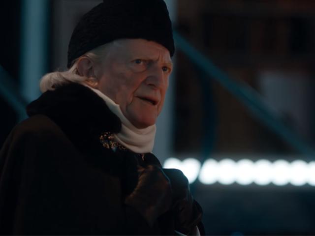 In questo <i>Doctor Who</i> Christmas Special Clip, il primo dottore odia il nuovo TARDIS così tanto