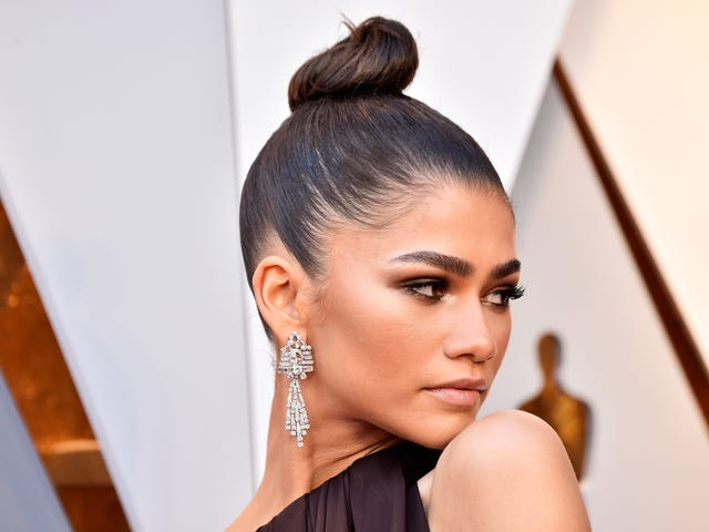 She Got That Glow: How Zendaya Served Simply Stunning Glamour at the Oscars