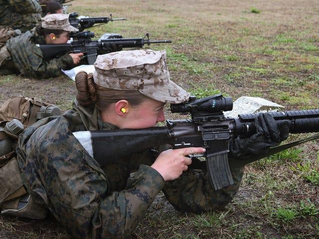Føderale dommerregler eksklusive kvinder fra militært udkast er forfatningsmæssige