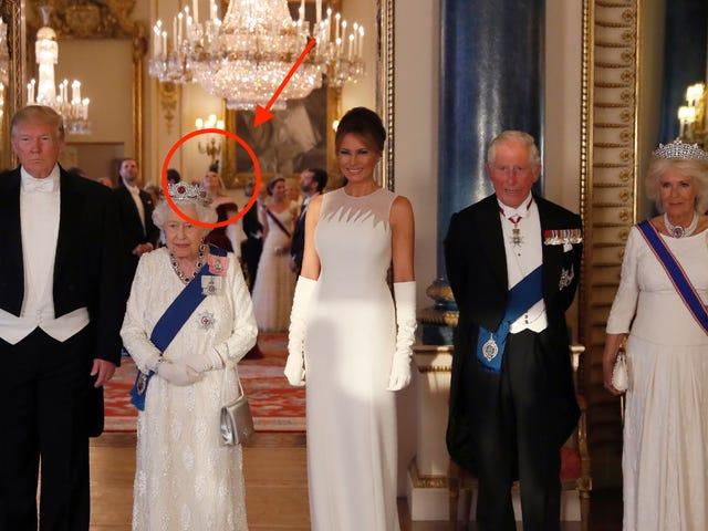 Φαίνεται ότι η Tiffany πρέπει να συναντήσει και τη βασίλισσα