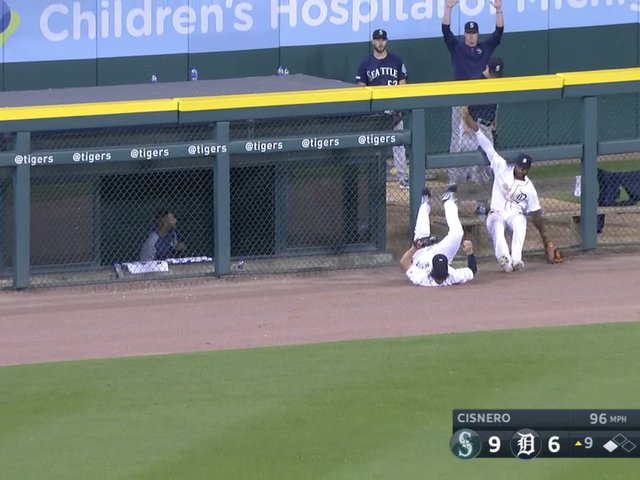 Tigers Outfielder Generously Guides Kyle Seager's Third Dinger Over The Outfield Wall