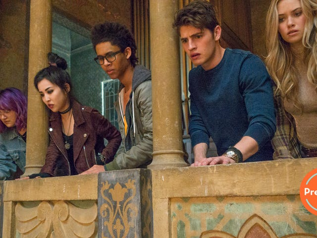 In a slow premiere, Marvel's Runaways feels like Degrassi meets Defenders