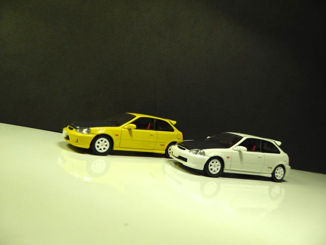 Hot Sixty 4th: A pair of Honda Civic type R