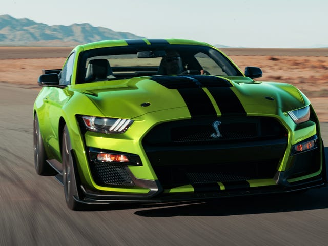 ¿Por qué los autos musculosos estadounidenses de alto rendimiento todavía están todos sobrealimentados?
