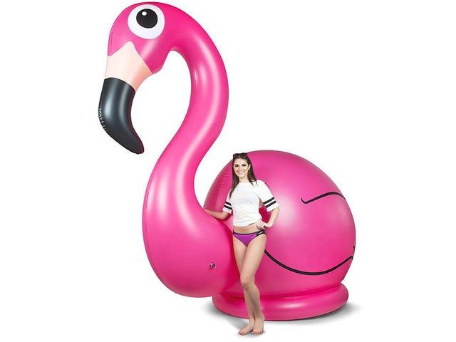Dine naboer vil elske en 11-fods høj oppustelig pink flamingo perched på din græsplæne