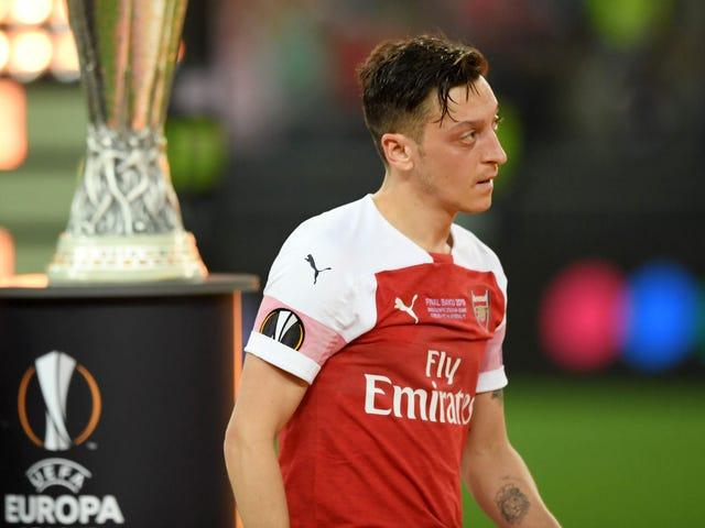 Mesut Özil se ha convertido en la responsabilidad más costosa del Arsenal