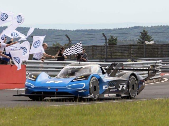ID xe.  R Hoàn toàn nghiền nát kỷ lục EV của Nürburgring