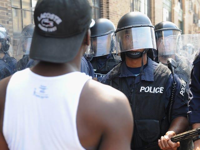 """FBI lança COINTELPRO 2.0, visando """"extremistas de identidade negra"""": relatório"""