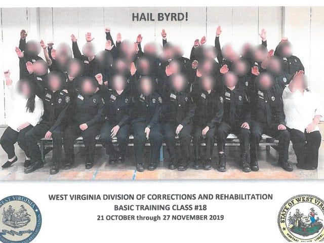 3 निकाल दिया गया, 34 नाज़ियों को सलाम करने वाले कर्मचारियों को सुधारने की तस्वीर के बाद निलंबित कर दिया गया