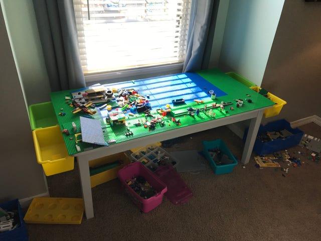 Built a Thing (περιεχόμενο LEGO)