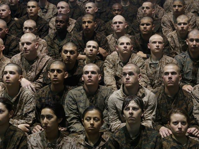 より多くの男性が軍隊で性的暴行を受けていると語っている