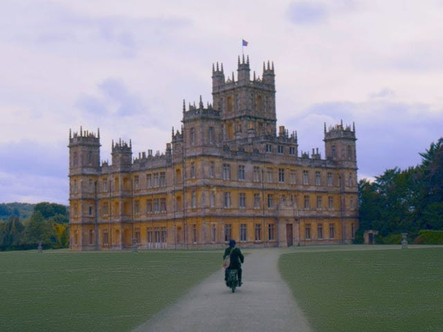 """<a href=https://news.avclub.com/downton-abbey-still-a-real-fancy-fucking-house-in-the-f-1831113681&xid=17259,15700023,15700124,15700149,15700186,15700191,15700201,15700237,15700242 data-id="""""""" onclick=""""window.ga('send', 'event', 'Permalink page click', 'Permalink page click - post header', 'standard');""""><i>Downton Abbey</i> nog steeds een echt chique neukhuis in de eerste teaser vanwege het grote schermdebuut</a>"""