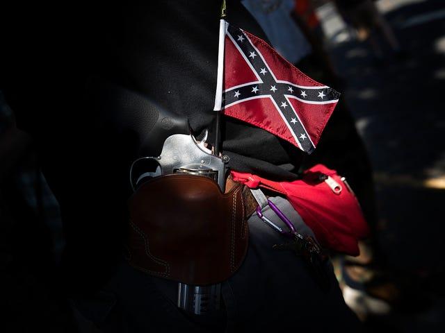 Kaliforniya Genç, Okula Konfederasyon-Bayrak Tişörtü takıyor;  Anne, Öğrencilerden Sonra Irkçı Çağrısından Şikayet Ediyor