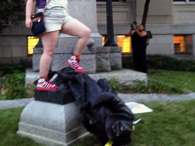 Amerika würde eher Statuen als weiße Vormachtstellung stürzen