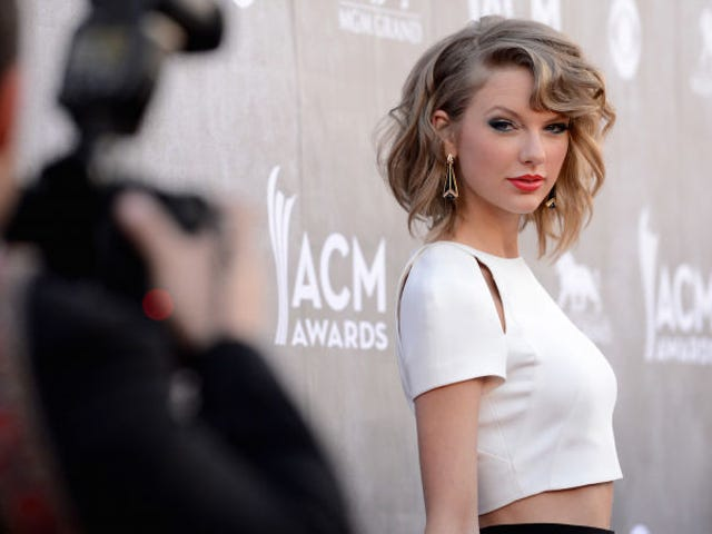 Police Say Man Robbed Bank to Impress Taylor Swift