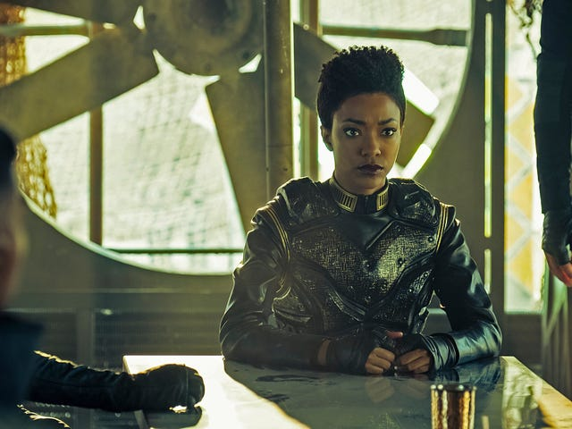 Star Trek: Discovery Asks the Age Old Question: If You Kill Your Mirror Universe Self, Is It Murder or Suicide?