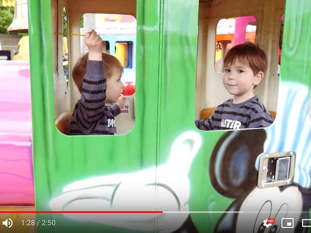Pomóż swojemu niespokojnemu dziecku przygotować się na wydarzenie dzięki filmom z YouTube