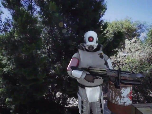 <i>Half-Life 2</i> कैरेक्टर फिट पूरी तरह से कलाकार पोगो के पड़ोस में