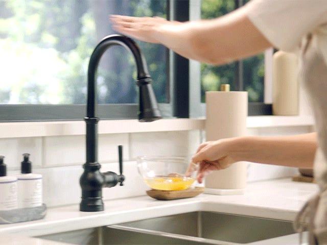 यह स्मार्ट नल बिल्कुल सही तापमान पर आवश्यक पानी की मात्रा डालना चाहिए