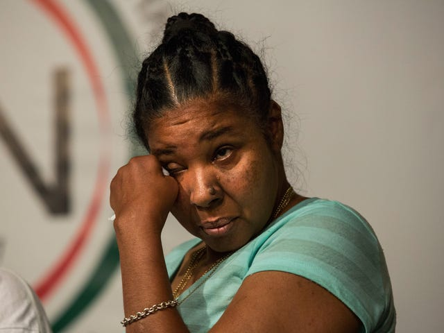 Eric Garner's Widow Moves Into Her Dream Home … Without Her Husband or Daughter