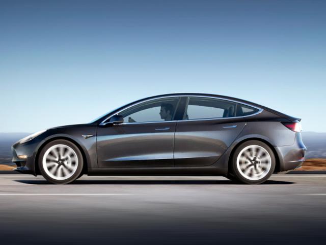 Voitures Tesla expédiées sans sièges et affichages numériques: Rapport