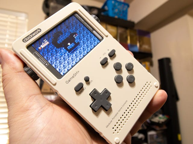 DIY Retro Gaming Handheld Is As Fun To Build As It Is To Play