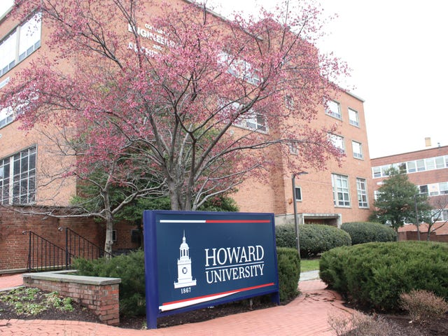 저는 코로나 바이러스 때문에 Howard University Leaving Campus의 선임자입니다. 여기에 보이는 모습이 있습니다