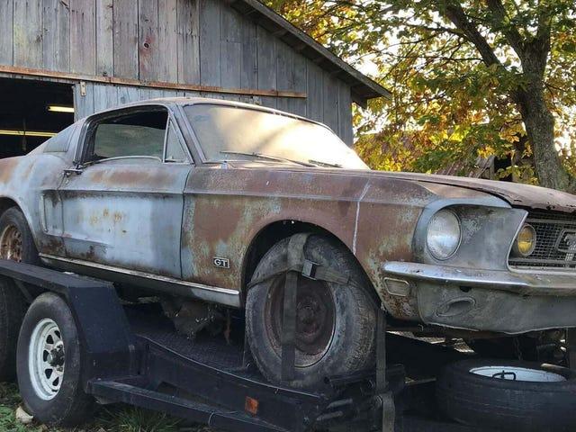 Denna ladugård hitta 1968 Ford Mustang Fastback kom med sin tidigare ägares aska