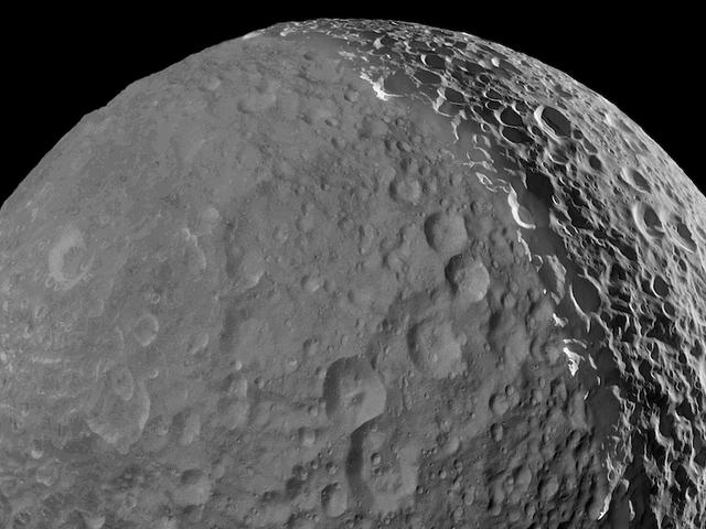 """Lần cuối cùng gần đây của chúng ta về """"Mặt trăng sao chết"""" của sao Thổ"""