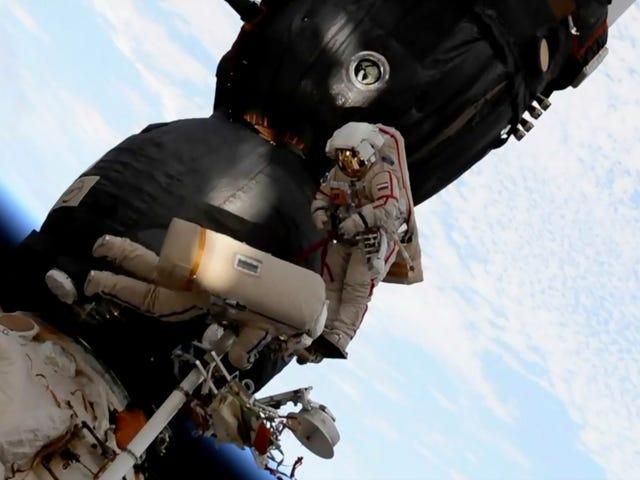 보고서 : 내부에서 뚫은 ISS 홀, 우주 비행사의 말