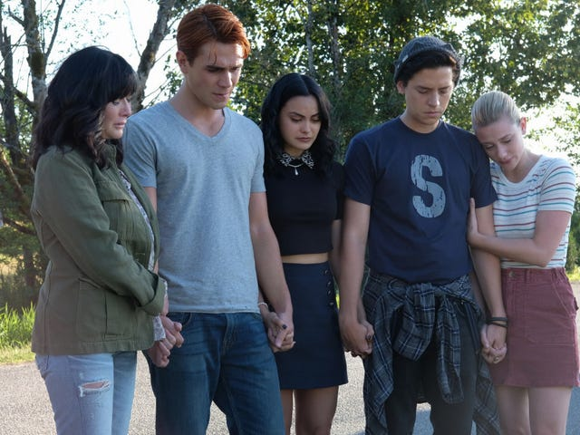 Riverdale's Showrunner Talks About Bringing in Shannen Doherty for Their Luke Perry Tribute Episode
