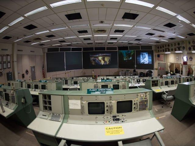 La NASA restaura el antiguo centro de control que guió al Apollo 11