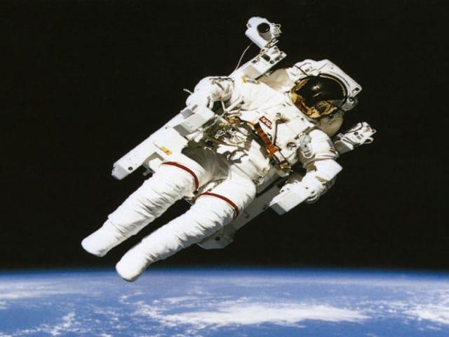 Diseñan un nuevo traje espacial que regresa automáticamente a la Estación Espacial si detecta alguna emergencia