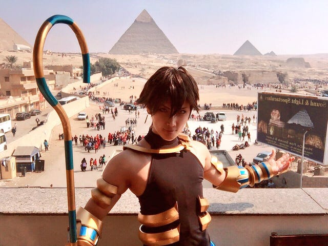 Sometimes For Cosplay Photos, Only The Pyramids Will Do