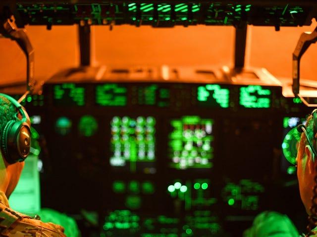 Военизированные формирования Китая, как сообщается, используют лазеры для причинения беспокойства пилотам
