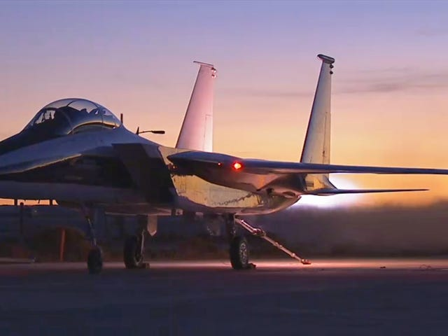 This F-15 Turns Gobs Of Fuel Into Fire During A Glorious Engine Test Run