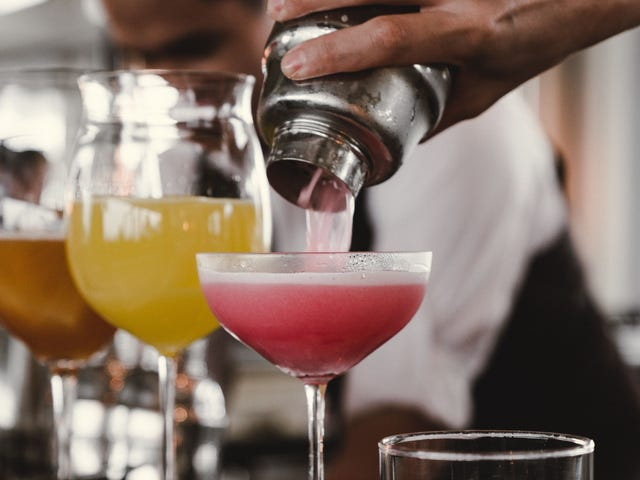 When to Stir and When to Shake a Cocktail