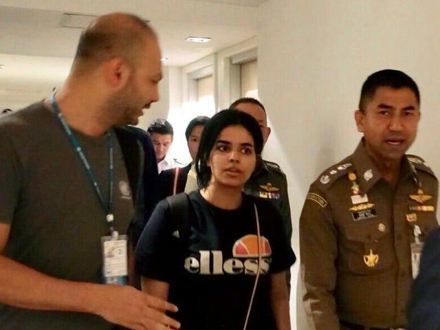 Adolescente saudita che si è rinchiuso nella camera d'albergo dell'aeroporto thailandese riconosciuto come rifugiato
