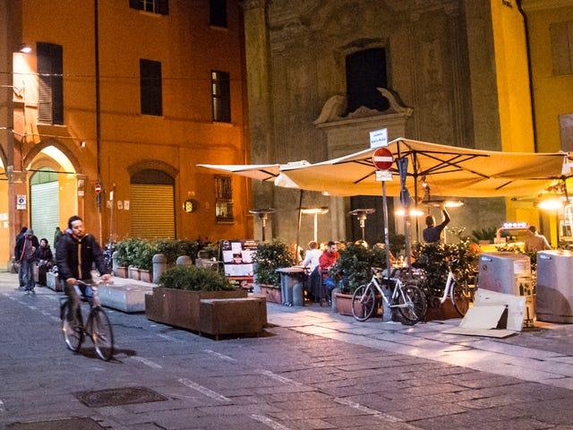 Włoscy dojeżdżający do pracy w rowerach nagrodzeni darmowym piwem, gelato
